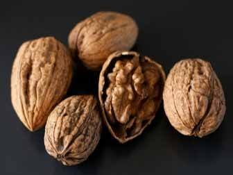 6 Walnut Health Benefits for Your Heart, Waistline, Brain and More2