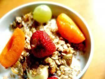 How to Make a Healthier Homemade Muesli with Walnuts